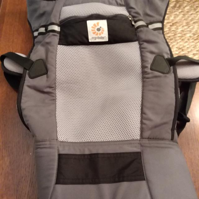 Ergobaby Performance Ventus Baby Carrier Graphite Excellent Used Condition