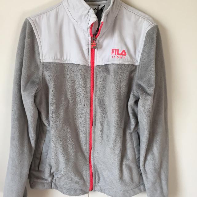 d219b245 7/8 fila fuzzy jacket in great shape