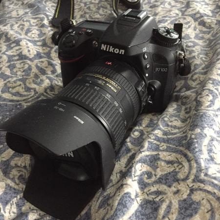Nikon D7100 with 18-200mm lens and... for sale  Canada