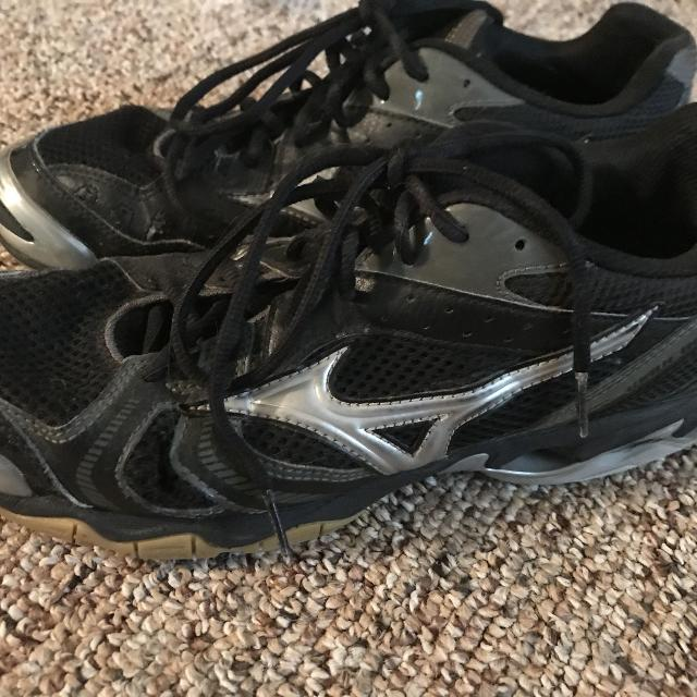 mizuno volleyball shoes near me open