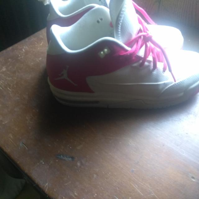 classic fit 5b487 2c3b6 Pink and White Nike Air Jordans Youth 6.5-7/ Women's 8-9