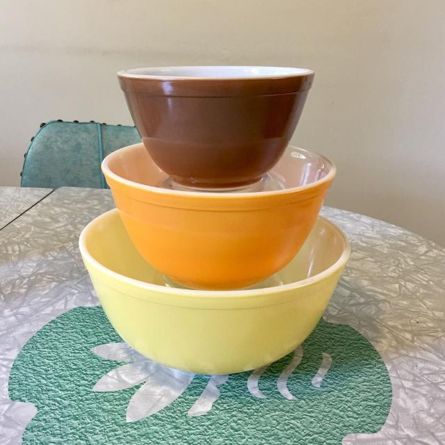Best Vintage Pyrex Mixing/nesting Bowls Yellow, Orange And Brown 1.5 ...