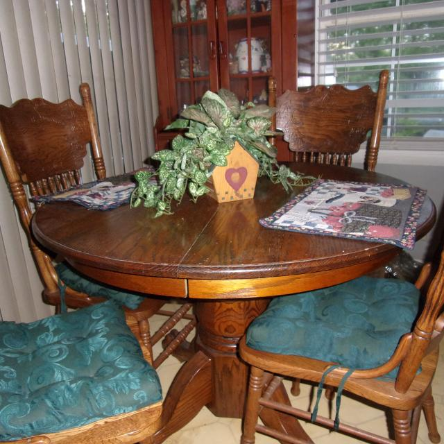 Solid Oak Claw Foot Pedestal Table And Chair S