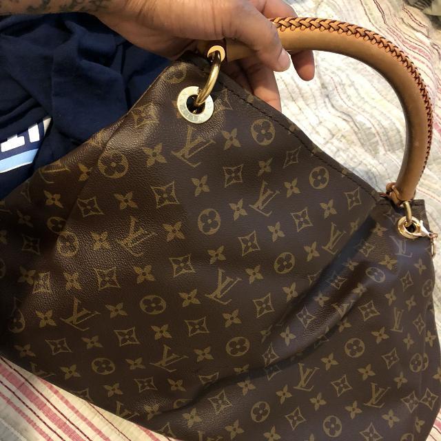 7eda872d21de Best Used Authentic Louis Vuitton Artsy Mm Handbag for sale in Greenville
