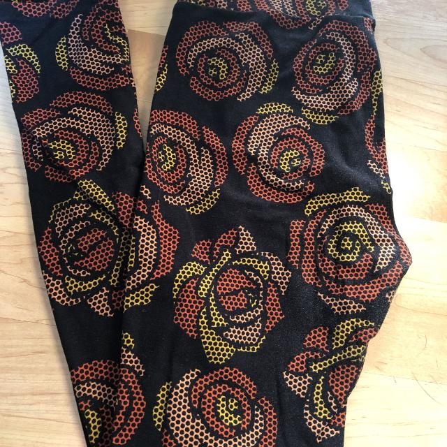 99eaf5e0f83fbf Find more Lularoe Os Disney Roses Leggings for sale at up to 90% off