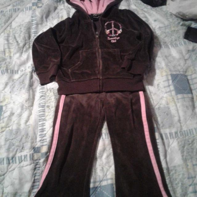 38c6c8fa Best Girl's Jogging Suit Brown/pink 3t for sale in Hattiesburg, Mississippi  for 2019