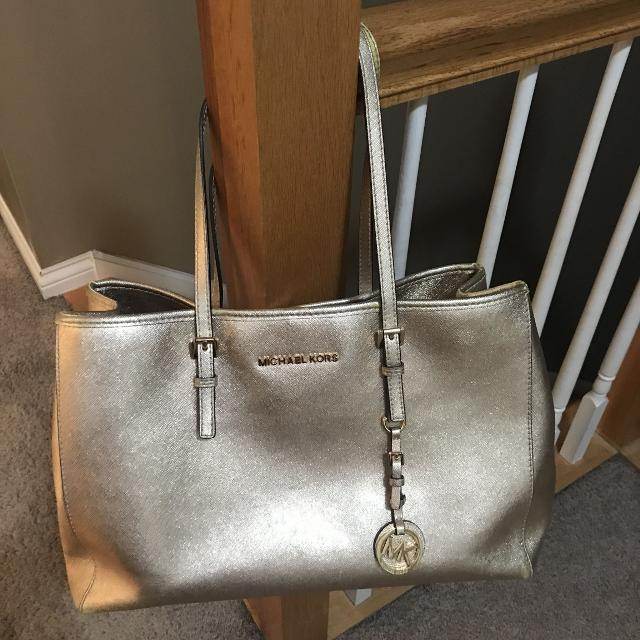 0ae7ae1eedc9 Find more Gorgeous Michael Kors Purse! for sale at up to 90% off