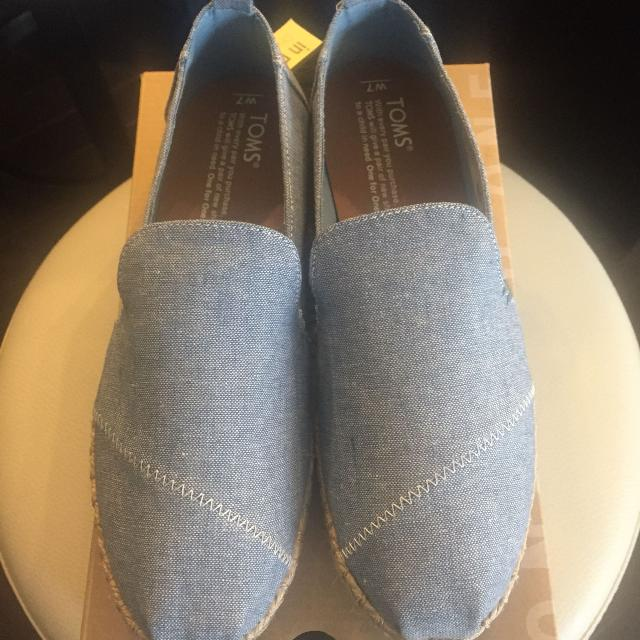 613737a0135 Best New Women s Toms Size 7 for sale in Calgary