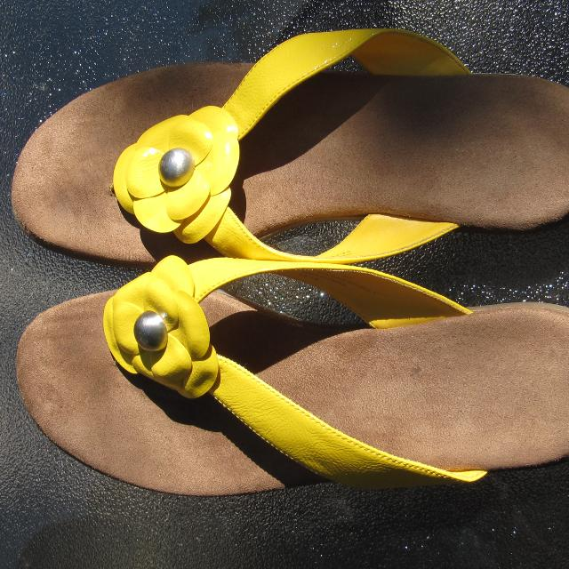 e9fd6646a3977 Best Flip Flops- Bass- Size 8m- Nice Yellow for sale in Vaudreuil ...