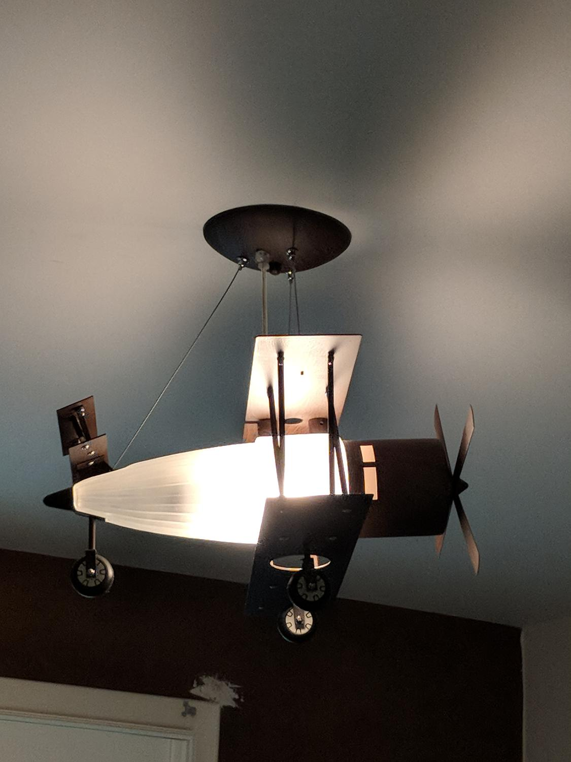 Airplane ceiling light fixture