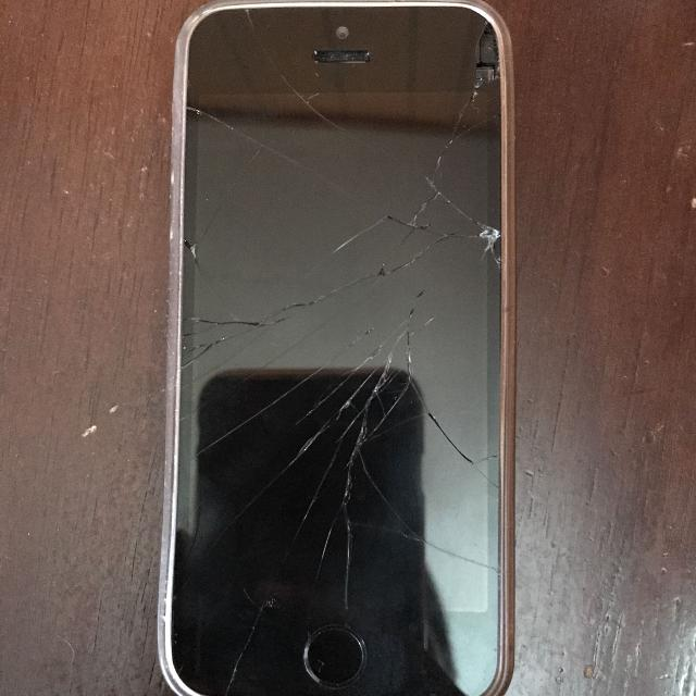 iphone 5s 16gb cracked screen