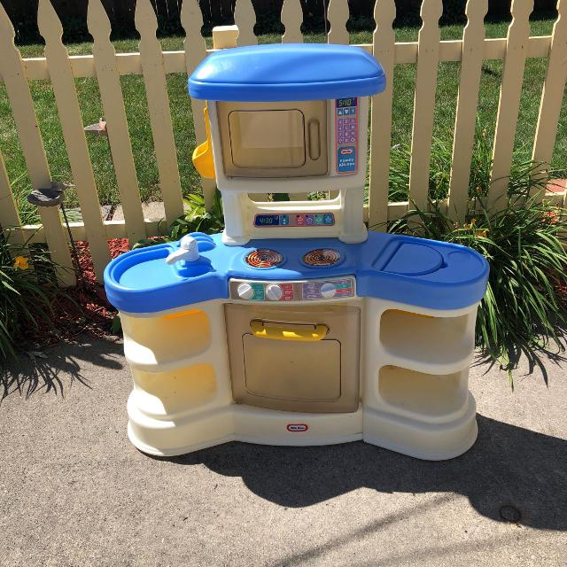 Little Tikes play kitchen. From a clean and non-smoking home. $25