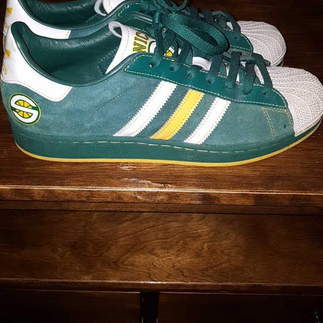 Best Adidas Seattle Supersonics Shell Toe for sale in Oshawa ... 0f1e362b1