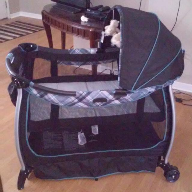 com playard baby manufacturer amazon jacqueline dp pack by play with dlx cribs n napper newborn station graco discontinued crib