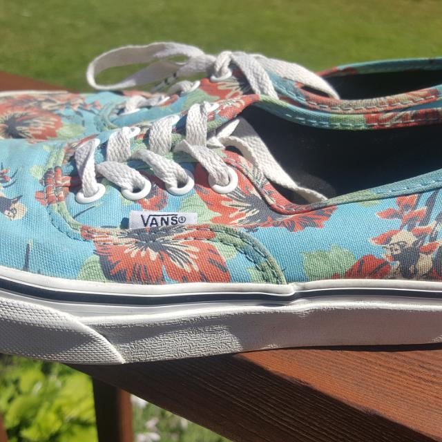 f0e7ba0f7b659a Find more Vans Star Wars Aloha Shoe Size 4 Men   5.5 Girls for sale ...