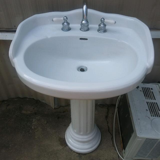 Best Pedestal Sink With Faucet For Sale In Brazoria County Texas