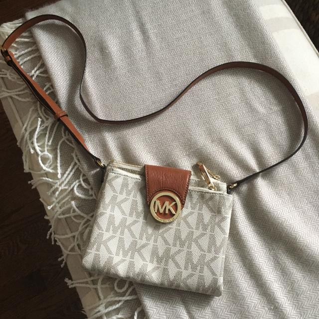 693d5ca97d14 Find more Authentic Michael Kors Crossbody Bag for sale at up to 90% off
