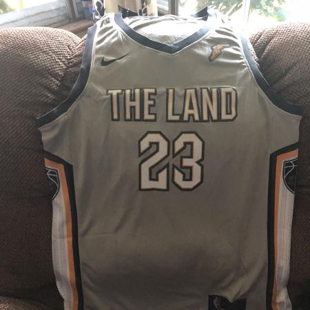 d27ab475b LeBron James 2018 city version jersey size extra large