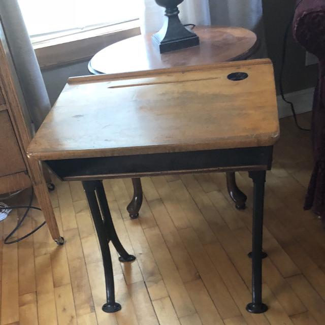 **🚨PICK UP TODAY ONLY $10🚨** GORGEOUS Antique Kids School desk - Find More **pick Up Today Only $10** Gorgeous Antique Kids School