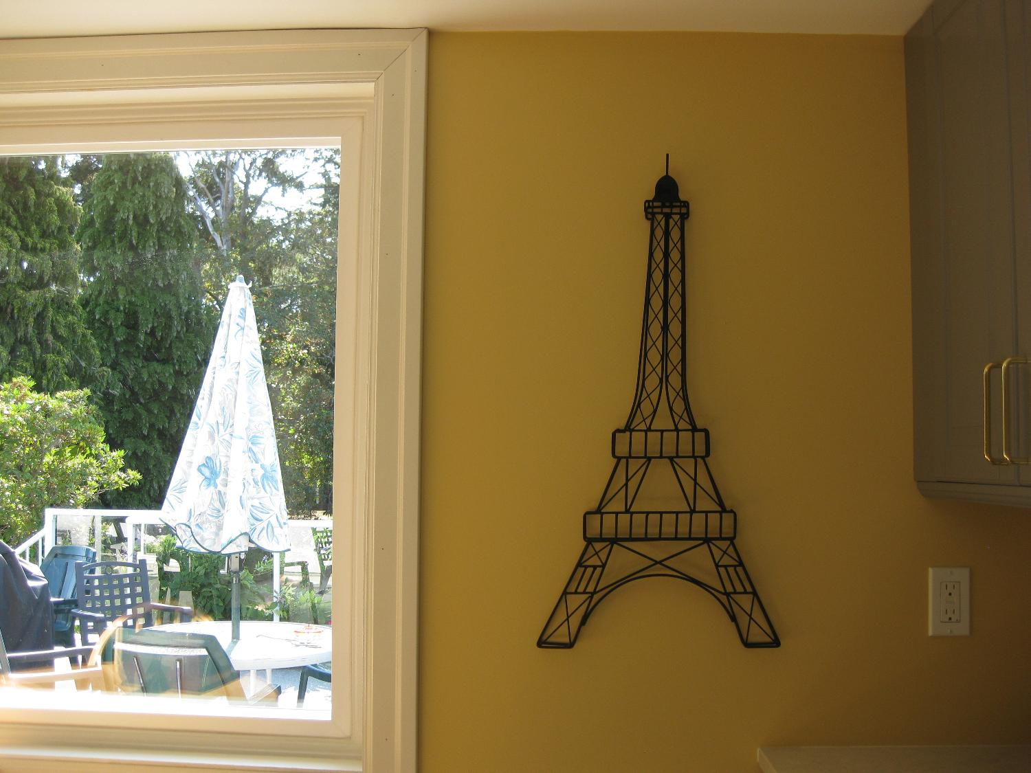 Best Eiffel Tower for sale in Victoria, British Columbia for 2018