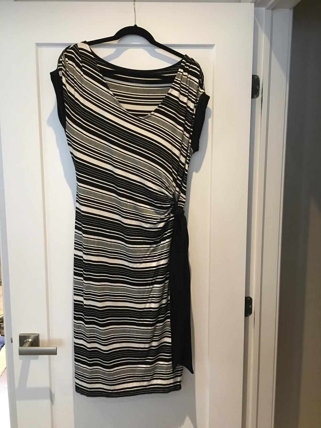 0b74c54aedca5 Find more Liz Lange Maternity Black & White Dress In Xl for sale at ...