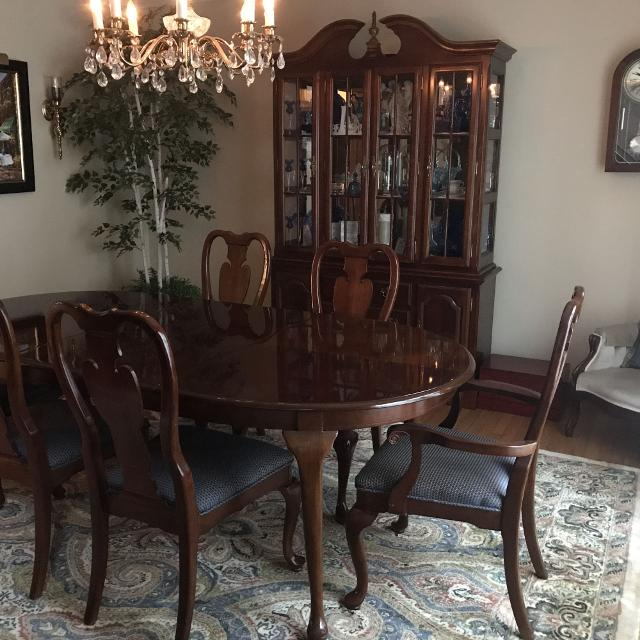 Price Drop Grab It Cherry Dining Room Table Hutch 6 Chairs