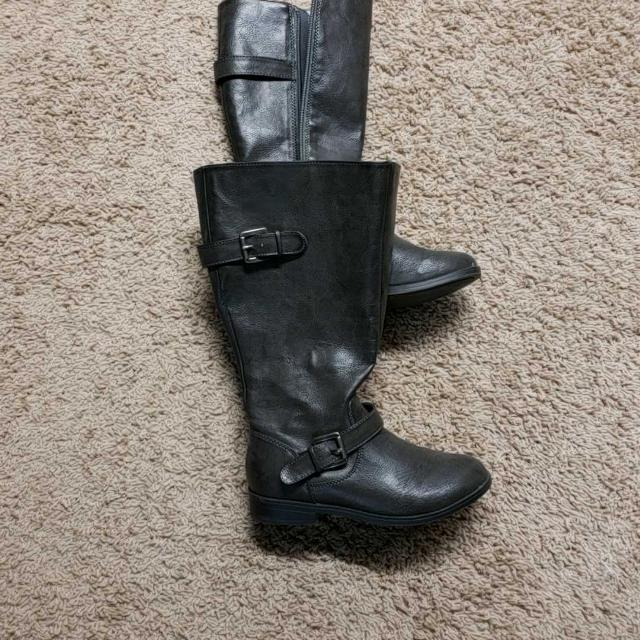a244a4aba94c Find more Girls Tall Flat Boots for sale at up to 90% off