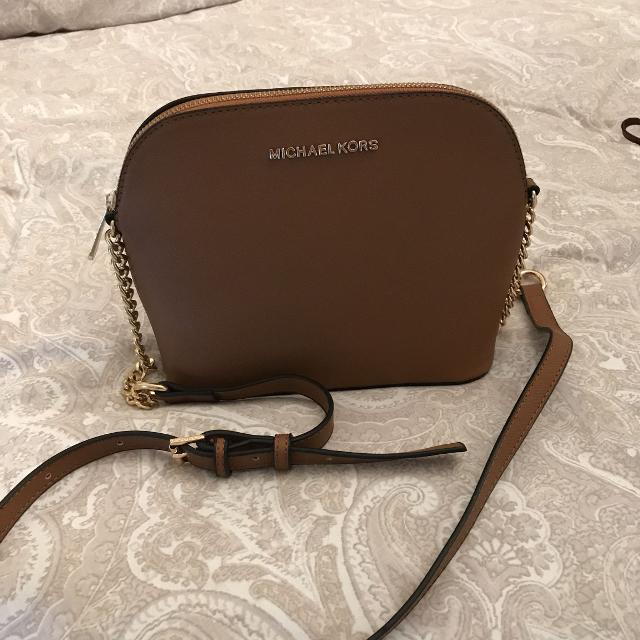 457c22ac3dcc Find more Michael Kors Chelsea Purse Crossbody for sale at up to 90% off