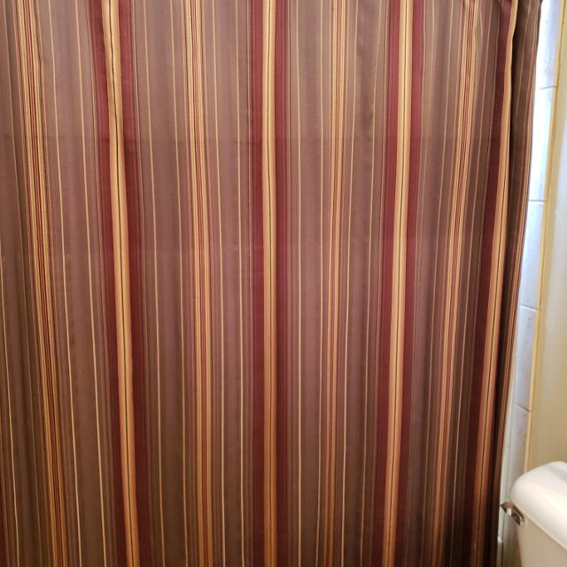 Best Shower Curtain Rugs Matching Towels Croscill Excellent Condition For Sale In Hendersonville Tennessee 2019