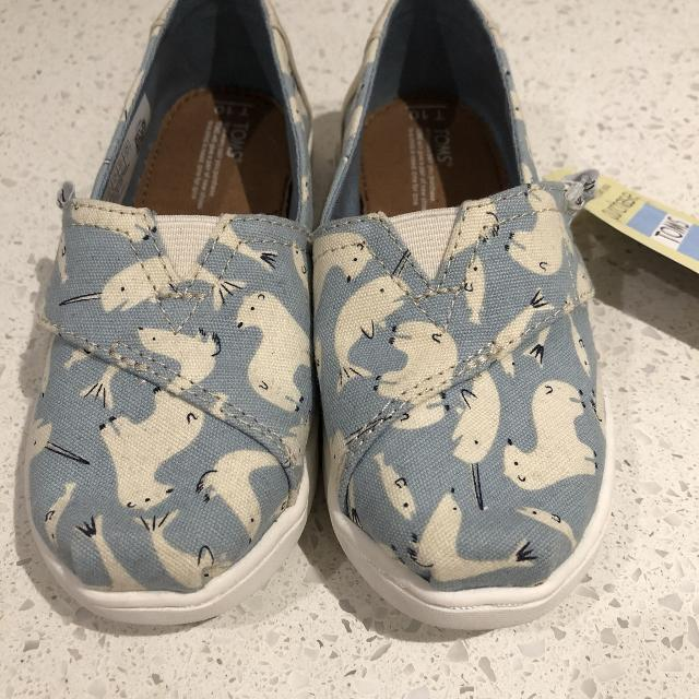 0e2cc7de45f Find more Bnwt Size T10 Toms for sale at up to 90% off