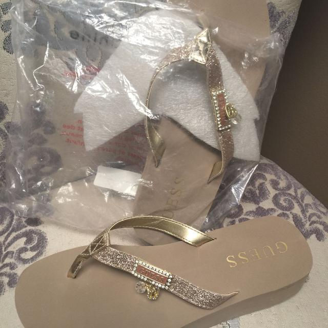 b37250121 Best Brand New Guess Flip Flops for sale in Vaudreuil