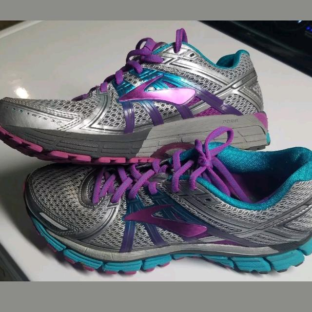 a0b83cc8546 Find more Brooks Adrenaline Gts 17 Women s Size 10 2a Narrow Silver ...