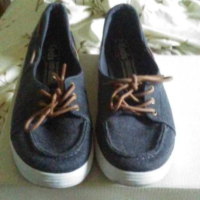 4561d2635c5a Find more Converse Keds Causal Shoes. Sz 8 Ecd. for sale at up to 90 ...