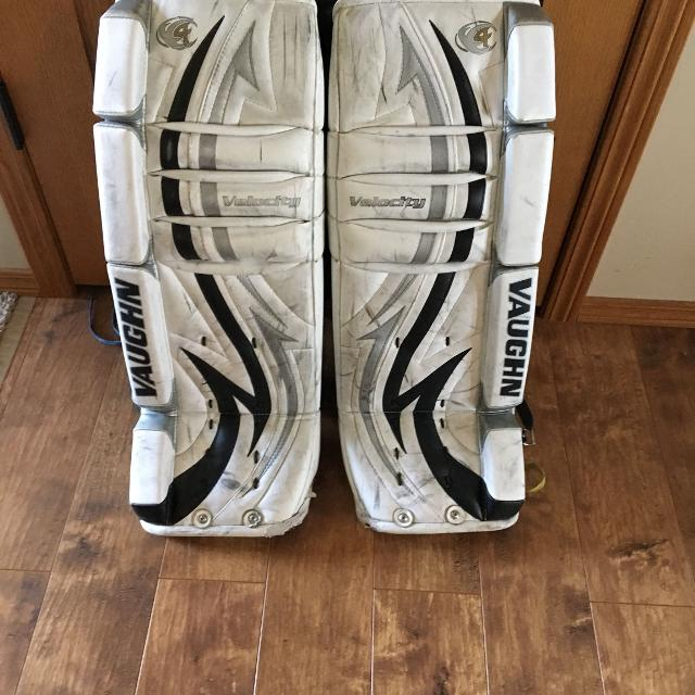 "bc79ccbadd3 Find more 26""+1 Vaughn Goalie Pads for sale at up to 90% off"
