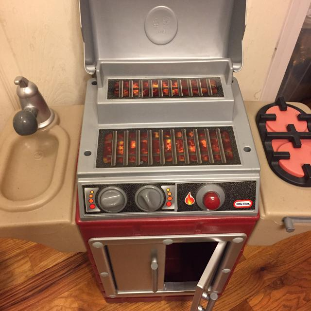 Little Tikes Backyard BBQ Grill/ Tykes Barbecue Kitchen
