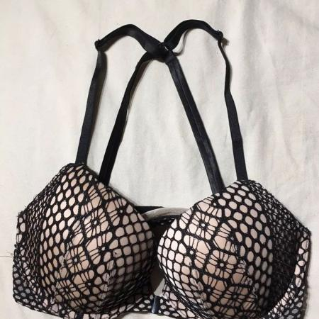 4212ff3e27d3e Victoria s Secret Black Web Pattern Very Sexy Push Up Bra SIZE 32C
