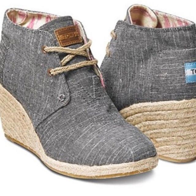 15b0584e559 Find more Toms Desert Wedge In Black Chambray - Size 9 for sale at ...