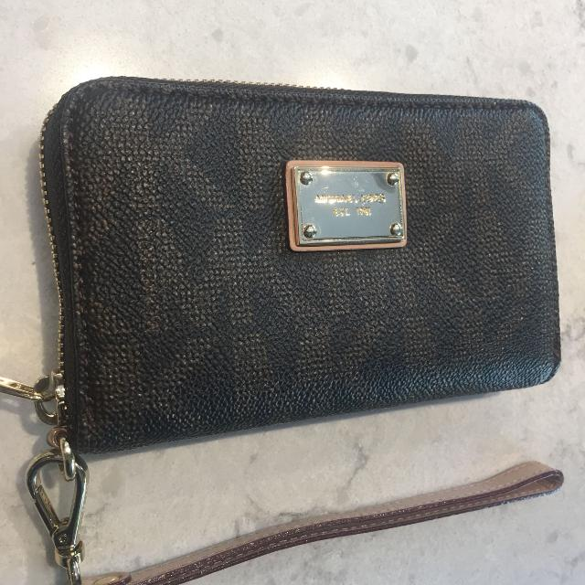 6e3a60a7bf92 Best Michael Kors Mini Clutch / Wallet. Mk Monogram Brown And Tan Leather.  Zip Up. Comes In Original Box for sale in Dollard-Des Ormeaux, Quebec for  2019