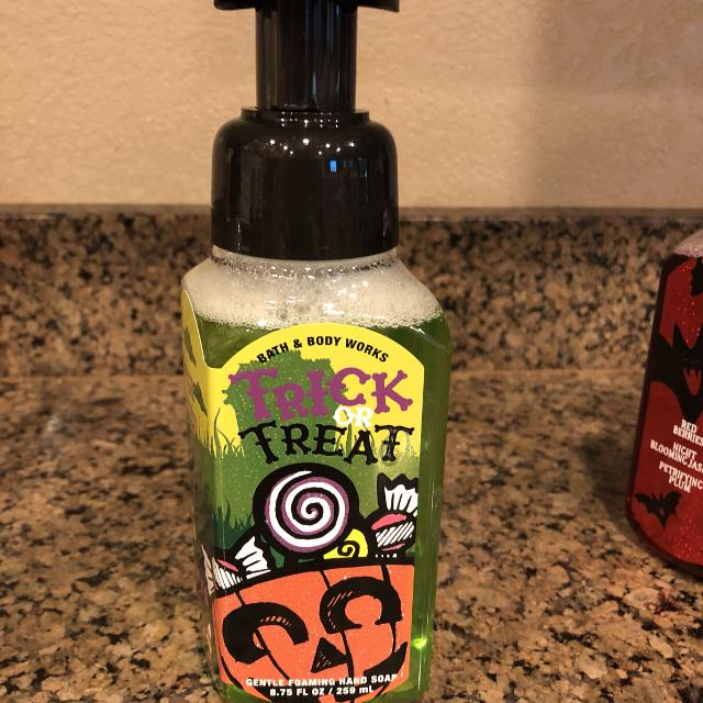 halloween bath and a body works soapbrand new