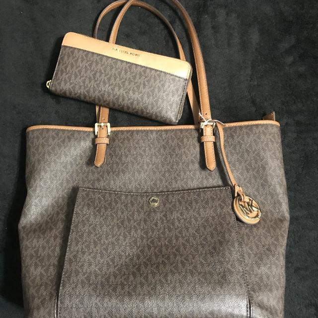 3f09bf76675622 Best Authentic Michael Kors Purse And Wallet for sale in Friendswood, Texas  for 2019