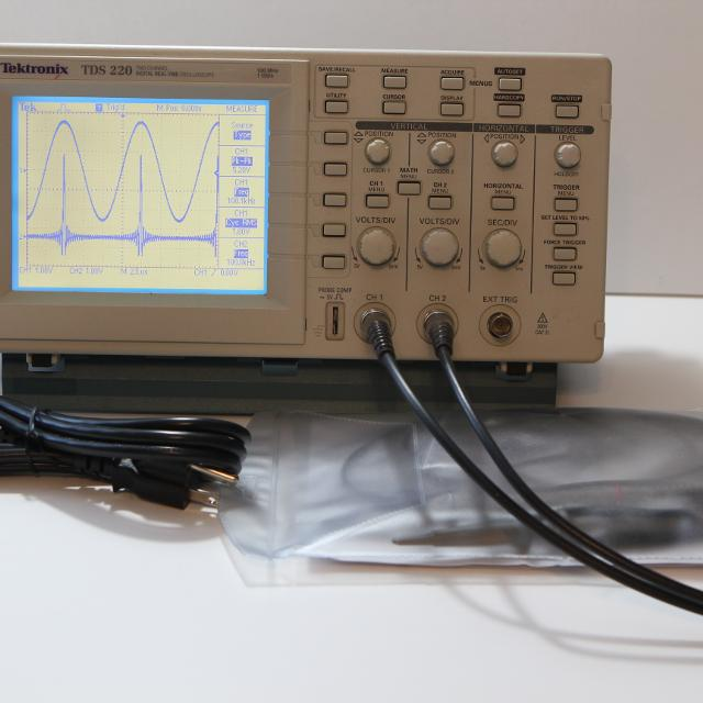 Tektronix TDS220 100MHz 2 Channel Digital Oscilloscope + Probes