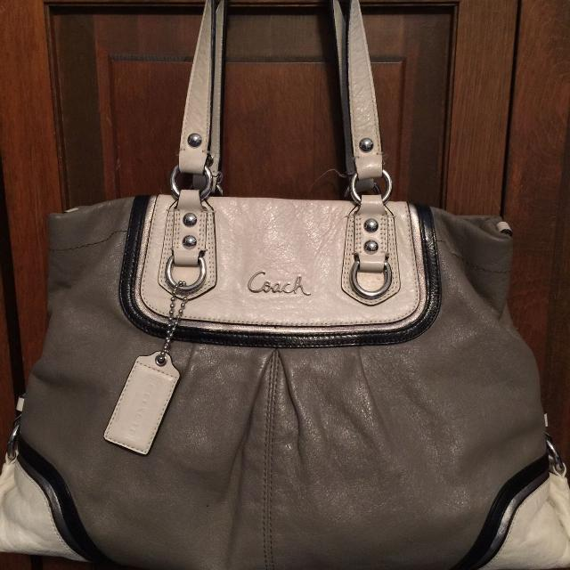 Find more Authentic Coach Bag reduced for sale at up to 90% off 1e374871c1079