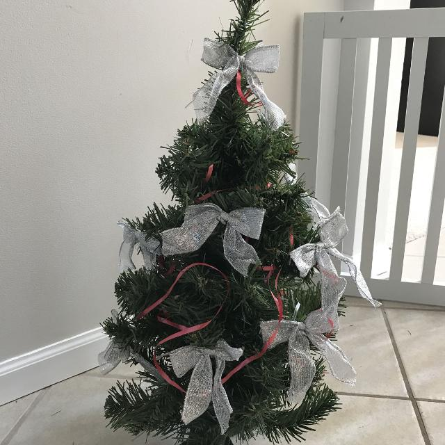 mini decorative christmas tree with silver bows