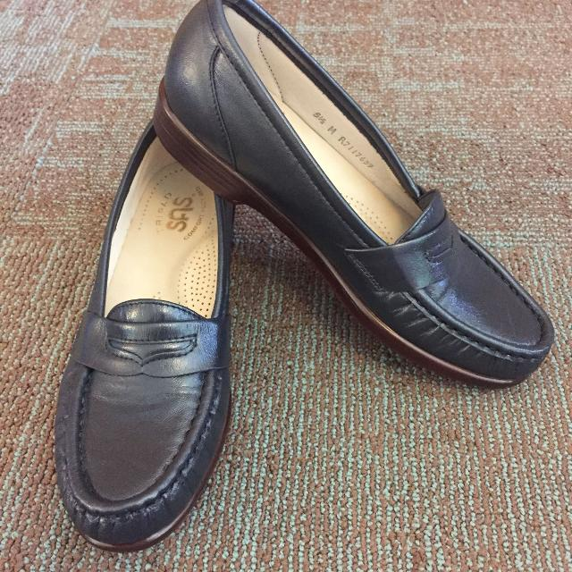 80b1a86f05b Find more Women s Navy Blue Sas Moccasin Penny Loafers