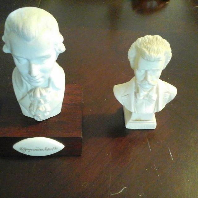 MINIATURE BUSTS OF MOZART AND STRAUSS