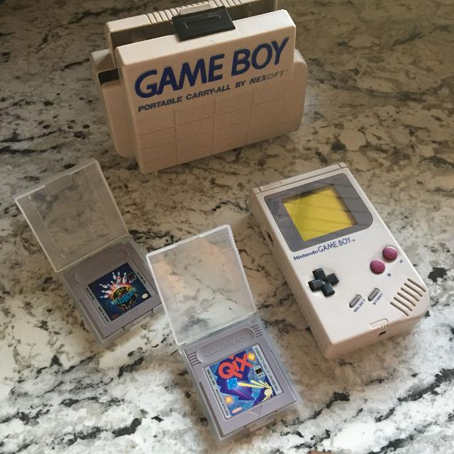 Old school gameboy with case n games