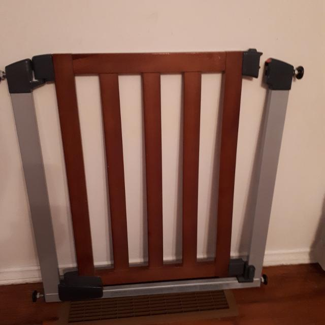 Munchkin Steel And Wood Baby Gate
