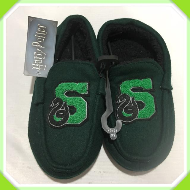 02d5c54156496 NEW WITH TAGS MENS HARRY POTTER GREEN SKYTHERIN LOGO MOCCASINS SIZE 5/6  SMALL IN NEW UNUSED CONDITION WITH TAGS. $20