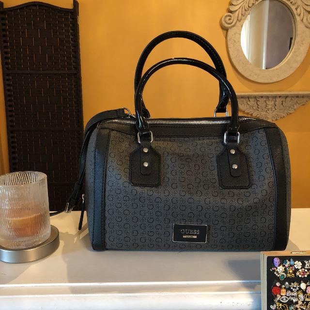 Find more Brand New - Guess Bag for sale at up to 90% off a4524f86e2366