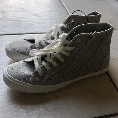 1a41ba4f321c Find more American Eagle 9.5 for sale at up to 90% off - Clarington